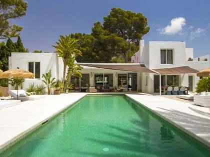 Huis / Villa van 415m² te koop in Santa Eulalia, Ibiza