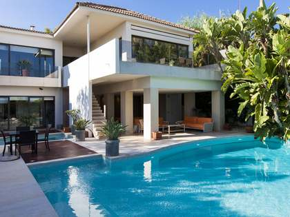 250m² House / Villa with 20m² terrace for sale in Vallpineda