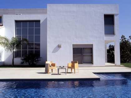 Huis / Villa van 558m² te huur met 950m² Tuin in Bétera