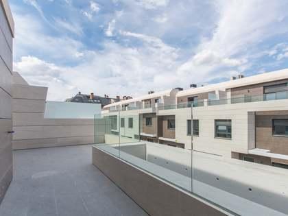 Дом / Вилла 336m², 50m² Сад на продажу в Посуэло, Мадрид