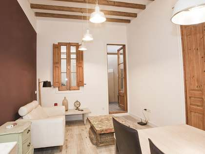 60m² apartment with 16m² terrace for sale in Eixample Right