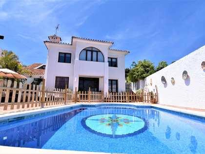 Casa / Villa di 406m² con giardino di 398m² in vendita a Nueva Andalucía