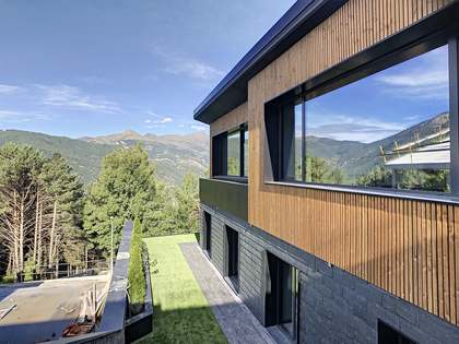 Casa / Villa de 353m² con 76m² de jardín en venta en La Massana