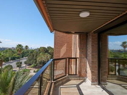 310m² Apartment with 7m² terrace for rent in El Pla del Real