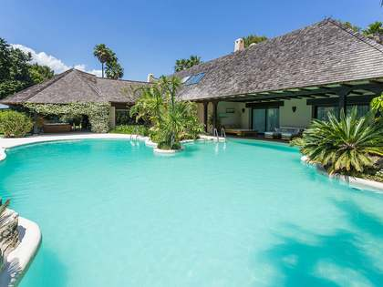 1,200 m² villa for sale in an exclusive community, Marbella