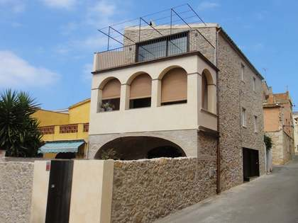 Elegant house for sale en Albons dating back to 1800