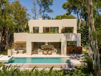 320m² House / Villa with 100m² terrace for sale in Los Monteros
