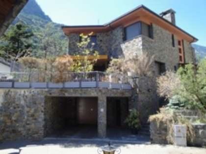 Huis / Villa van 420m² te koop in St Julià de Lòria