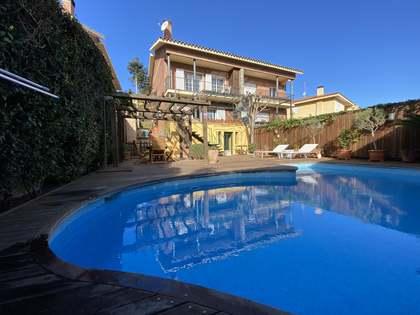 Casa de 285 m² con 249 m² de jardín en venta en Argentona