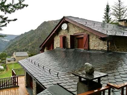 Villa de 355m² con jardín grande en venta en Andorra la Vella
