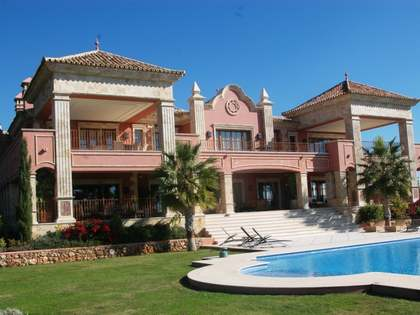 Дом / Вилла 2,130m², 6,581m² Сад на продажу в Золотая Миля