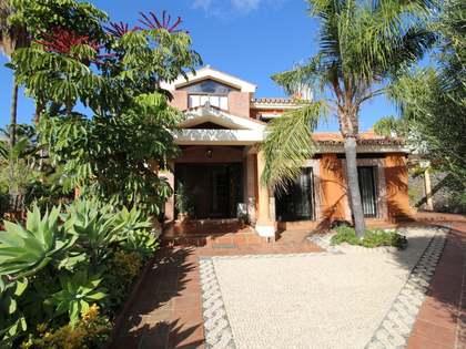Casa / Villa de 280m² con 800m² de jardín en venta en Nueva Andalucía