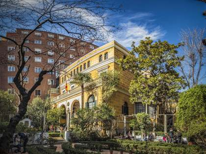 215 m² apartment for sale in Almagro, Madrid