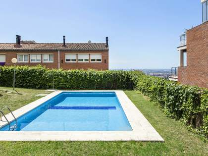 5-bedroom apartment with terrace and pool to buy, Esplugues