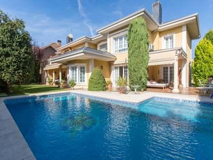 Дом / Вилла 500m², 500m² Сад на продажу в Посуэло, Мадрид