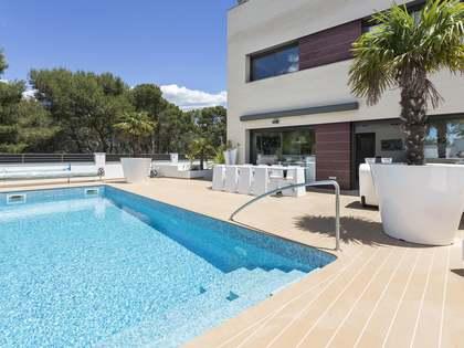 Casa / Vil·la de 285m² en venda a Els Cards, Barcelona