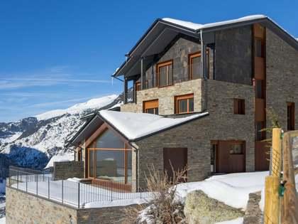 Maison / Villa de 730m² a vendre à Station Ski Grandvalira avec 112m² de jardin