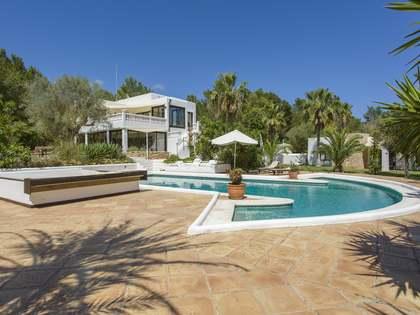 Casa renovada de 300m² en venta en Santa Eulalia, Ibiza