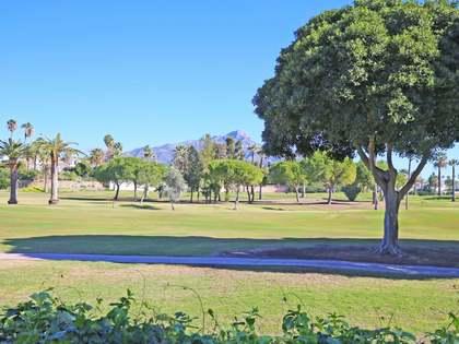 Casa / Villa de 267m² con 773m² de jardín en venta en Nueva Andalucía