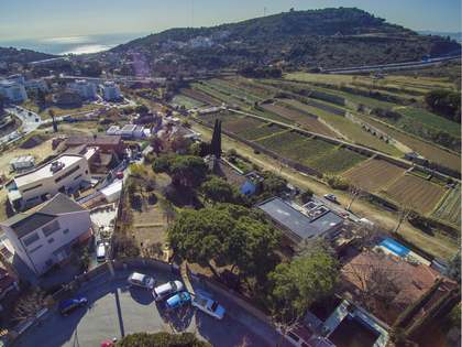 750 m² plot for sale in Tiana, Maresme
