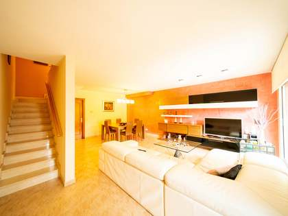 Дом / Вилла 275m², 48m² террасa на продажу в Гава Мар