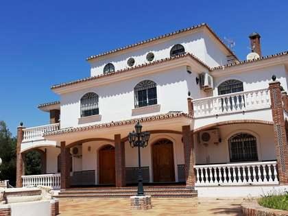Huis / Villa van 1,000m² te koop in East Málaga, Malaga