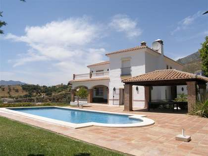 6-bedroom villa for sale in a prestigious area of Mijas