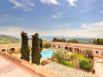 Masía de 3,377m² con 810,000m² de jardín en venta en Priorat