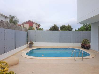 236m² house with 37m² terrace to rent in Rocafort