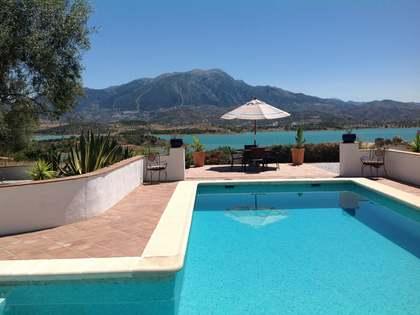 Huis / Villa van 216m² te koop in Axarquia, Malaga