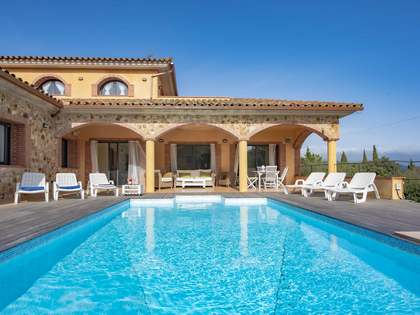 422m² House / Villa for sale in Santa Cristina, Costa Brava