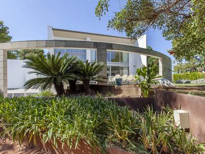 937m² House / Villa with 830m² garden for rent in El Bosque / Chiva
