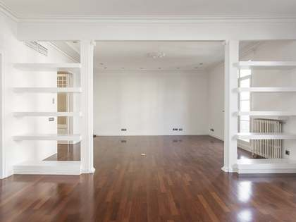 Unfurnished apartment for rent in the Eixample of Barcelona