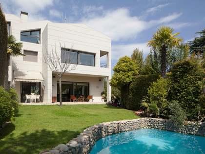 Villa spectaculaire à vendre à Alella, tout près de Barcelone.