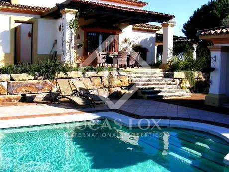 Villa spacieuse de 4 chambres à coucher en vente à Sotogrande, en Andalousie, Espagne.