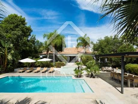 Lovely golf villa for sale in Los Naranjos, Marbella