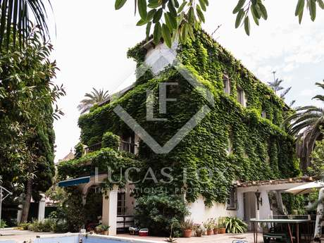 Historic villa with garden and pool to buy in Valencia city