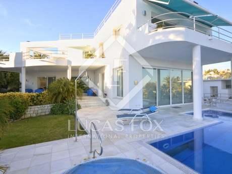 Villa de 3 dormitorios en venta en El Herrojo Alto, Benahavís