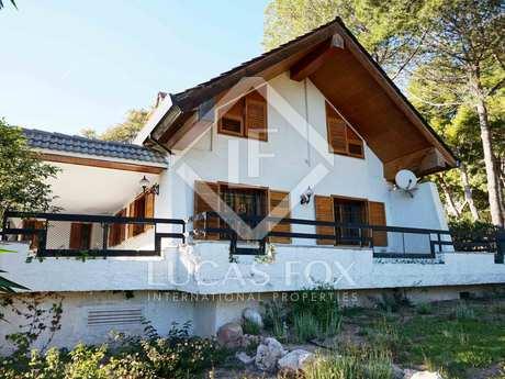 Villa to buy and renovate in Los Monasterios, Valencia