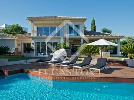 Casa / Villa di 331m² con 120m² terrazza in vendita a Nueva Andalucía