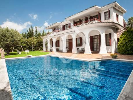 6-bedroom villa with pool for sale in Can Teixido, Alella