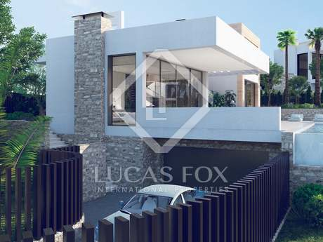 New 4-bedroom villa for sale in Nueva Andalucía with views