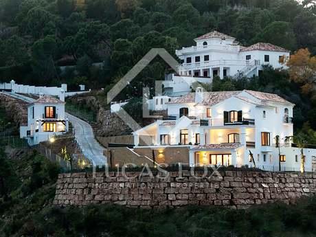 Luxury 7-bedroom villa for sale in El Madroñal, Marbella