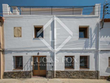 Casa de 310 m² con 150 m² de patio, en alquiler en Alella