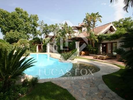 Contemporary 5-bedroom villa for sale in Marbella