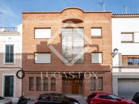 Large 6-bedroom townhouse for sale in El Masnou