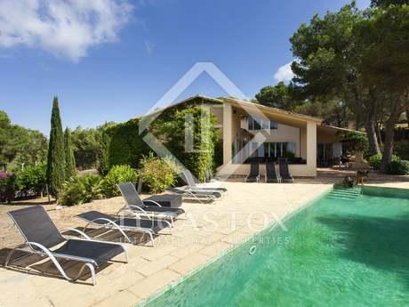 Maison moderne à vendre avec vues sur la mer et sur Sitges.