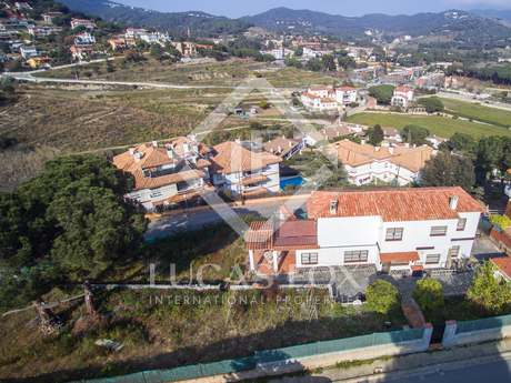 Casa grande a renovar en venta en Alella