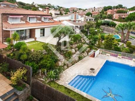 Villa mediterránea en venta en la urbanización La Vinya