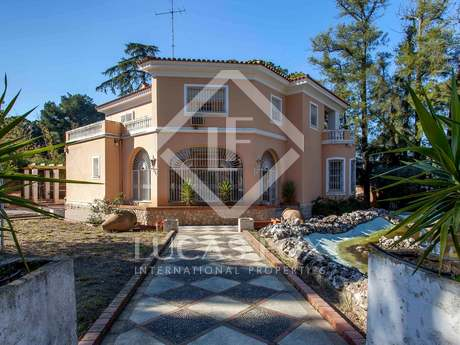 House on large plot with stables for sale in Godella